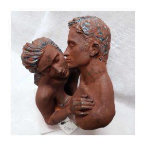Escultura Contacto Resina con acabado en óxido